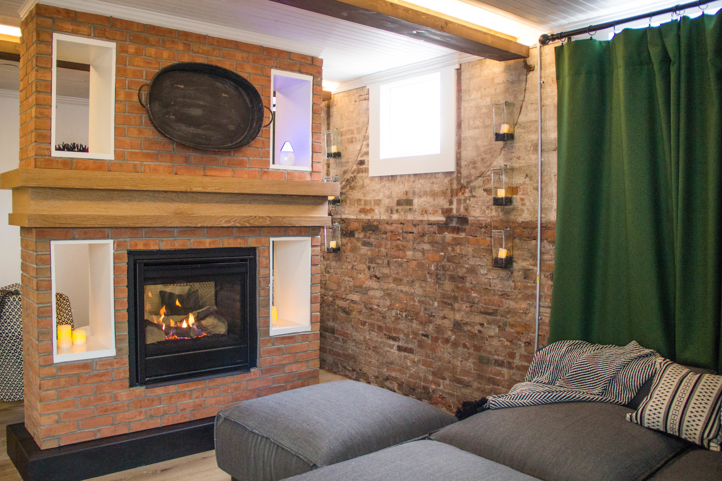 strathallanspa-womens-lounge-fireplace.jpg