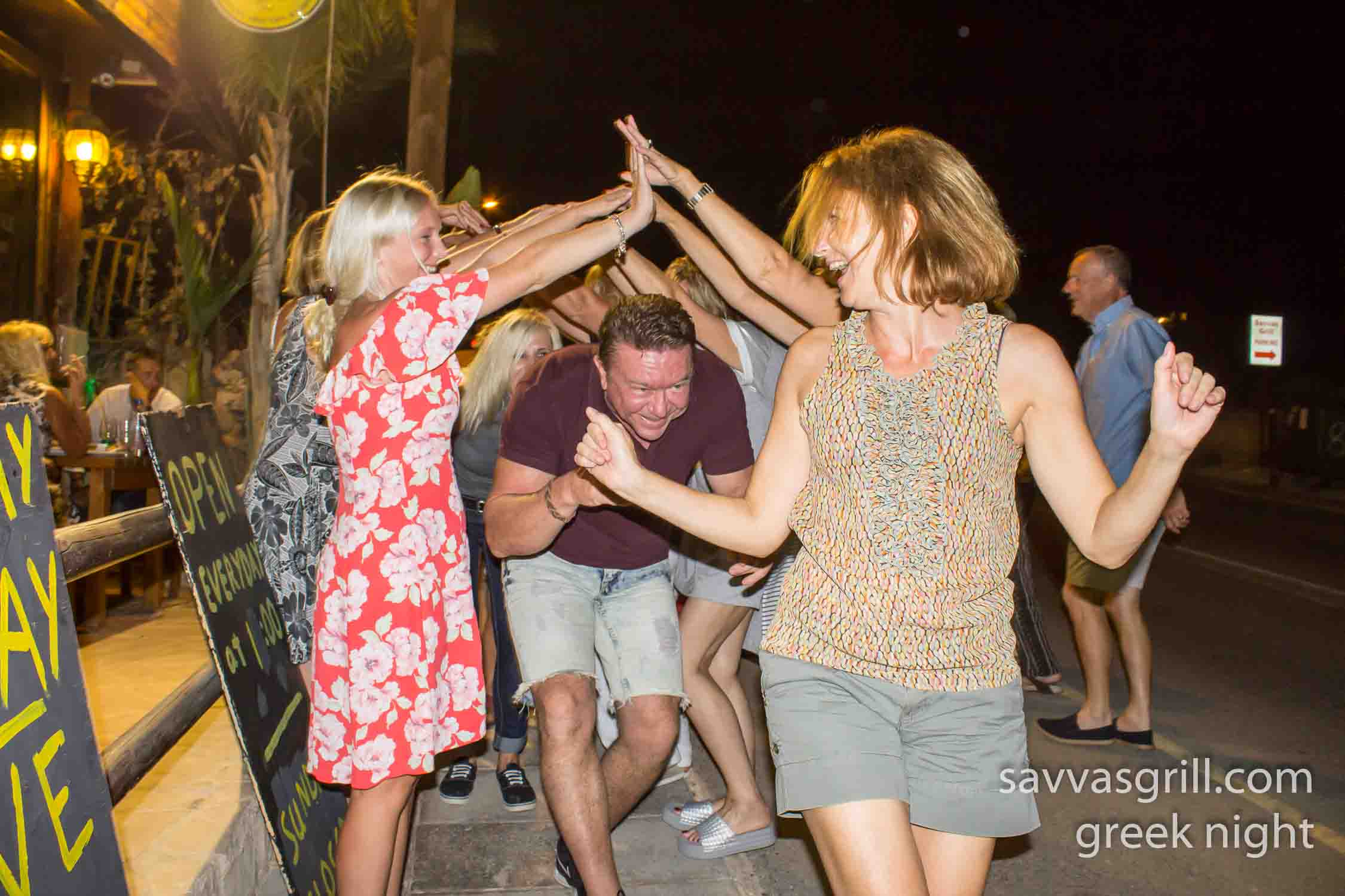 live music and dancing in peyia