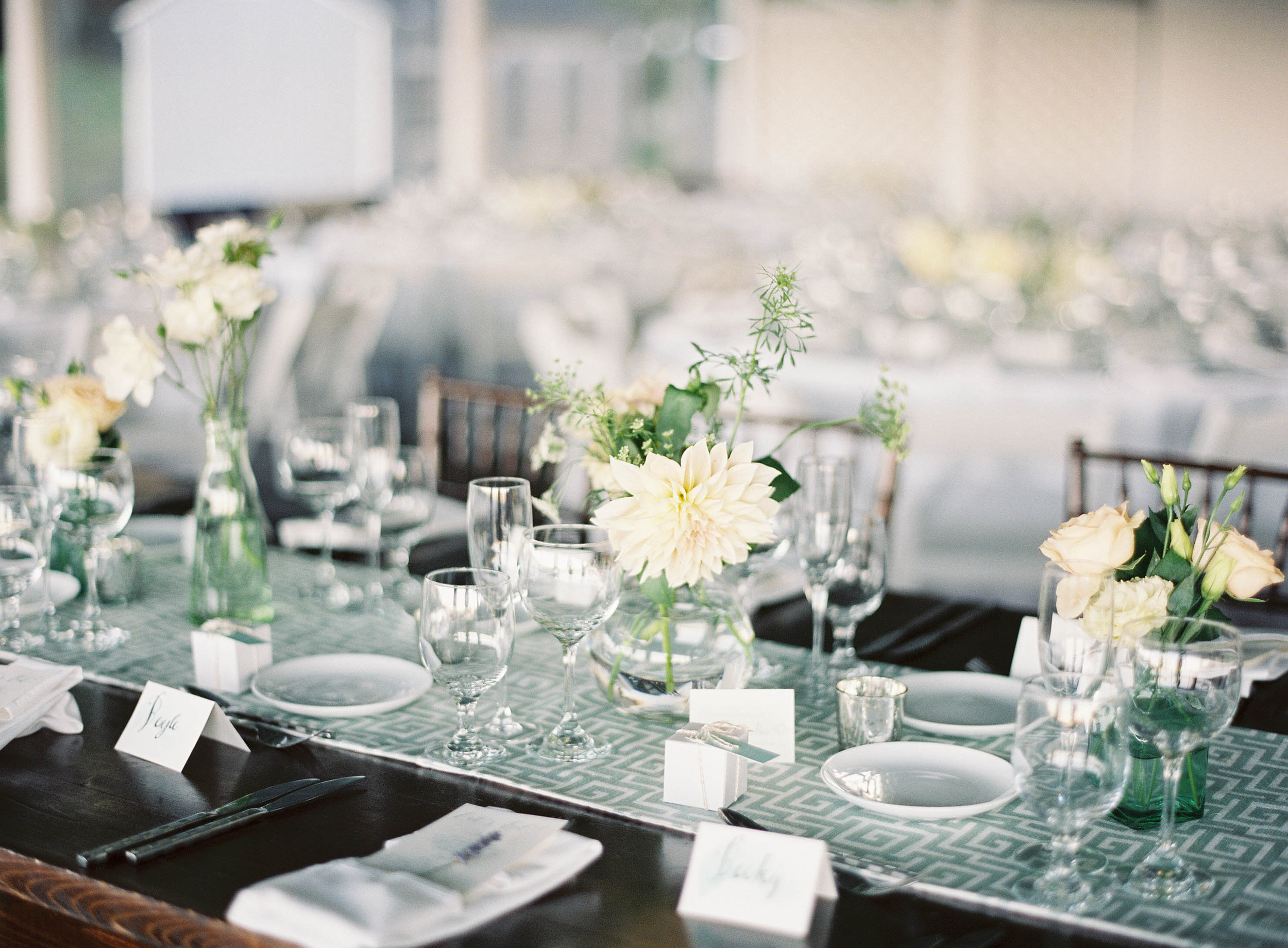 Bud vases with ivory flowers