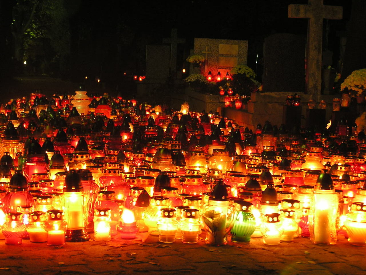 candles-on-a-cementary-1443411-1280x960.jpg