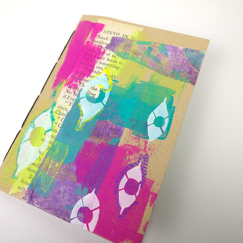 Make Your Own Envelope Art Journal This month on my youtube channel I am sharing several tutorials which will be perfect to give away as gifts. Like it or not Christmas is coming at this stage and I am always stuck for things to give my arty friends. This little journal is the perfect gift and it can be customised perfectly for the person you are giving it to!