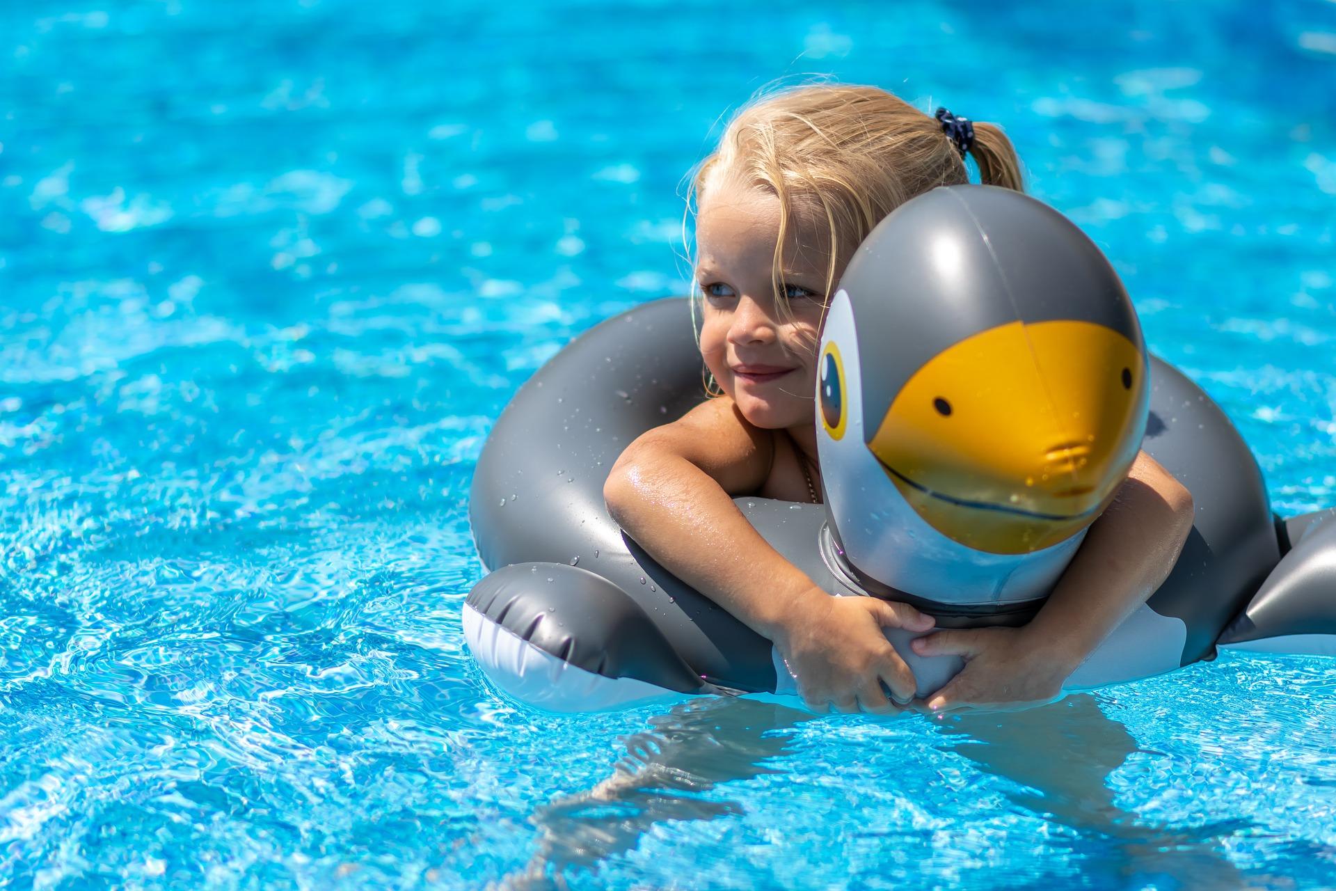 swimming-pool-3567607_1920.jpg