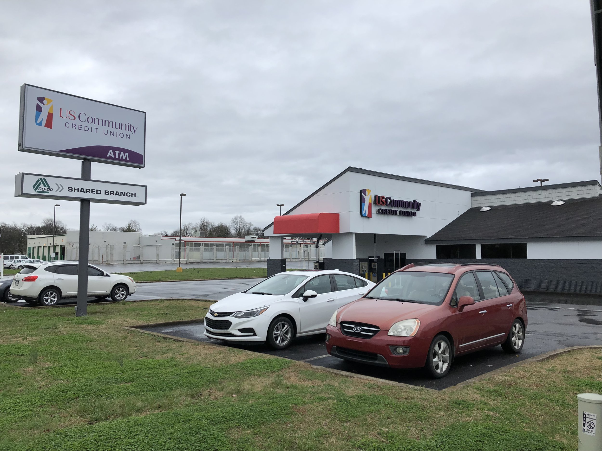 Cars parked at the brand new Murfreesboro branch
