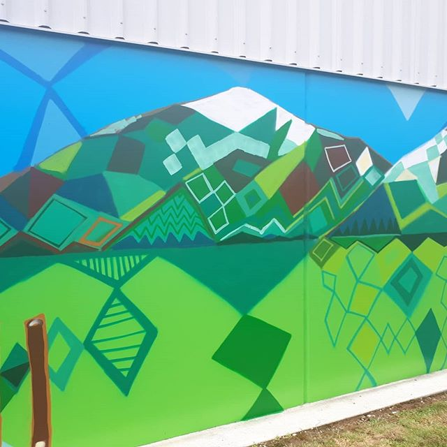 Last day here in Mossburn, and your last chance to see our artist @mauriciobenega in action. Come on down to Farmlands Mossburn and see the final touches being made. #heartofthecommunitynz #mauriciobenega #farmlands #mossburn #nz #nzartist #streetart #mural #instaart #instaartist
