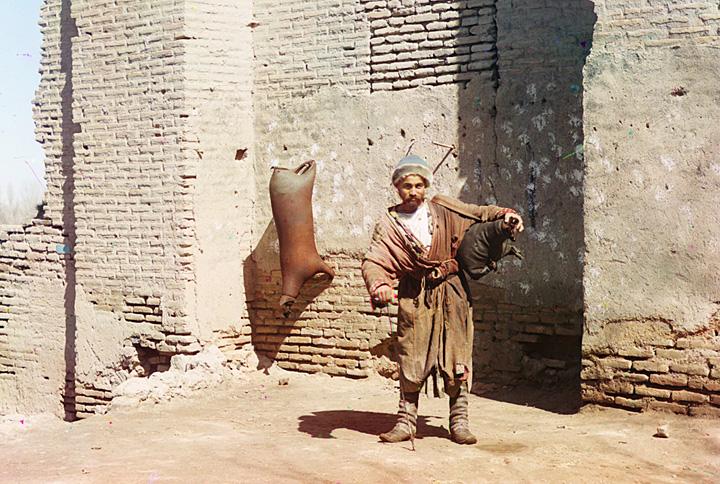 A water-carrier in Samarkand (present-day Uzbekistan), ca. 1910.