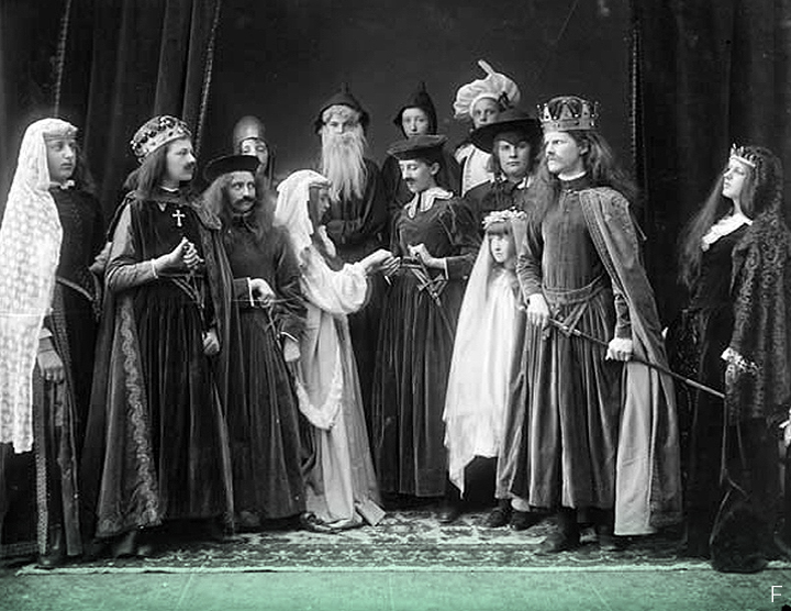 F. 1927 // Воспитанники Урсулинского монастыря в Уотерфорде в костюмах. Их учителем была мисс Хэнд.