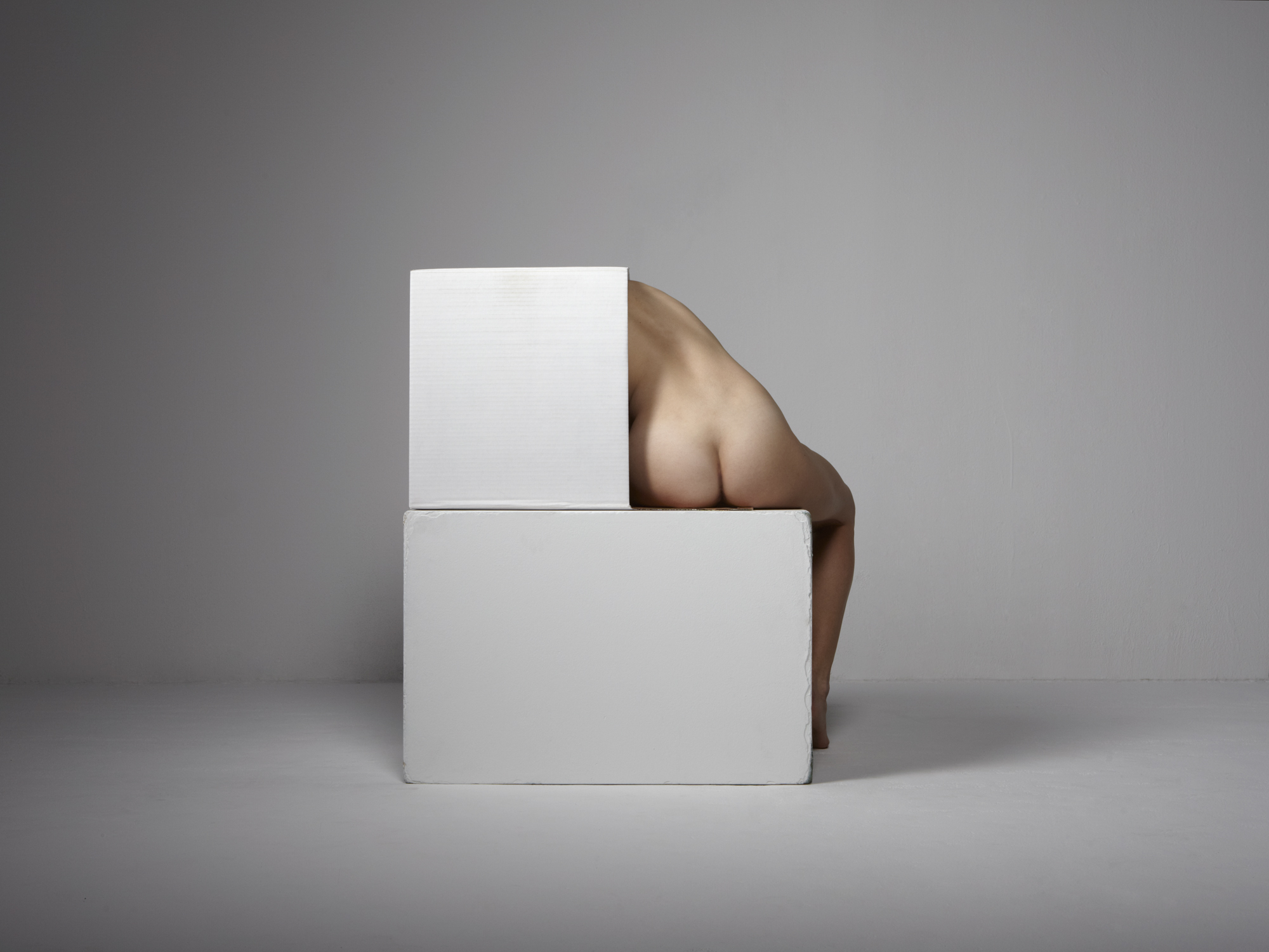 0013_figure_with_pedestal_and_box.jpg