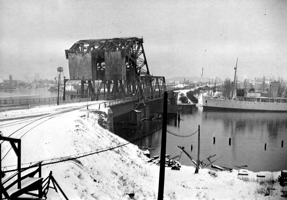 The Johnson Street Bridge: Image 1-58327 courtesy of the Royal BC Museum and Archives.