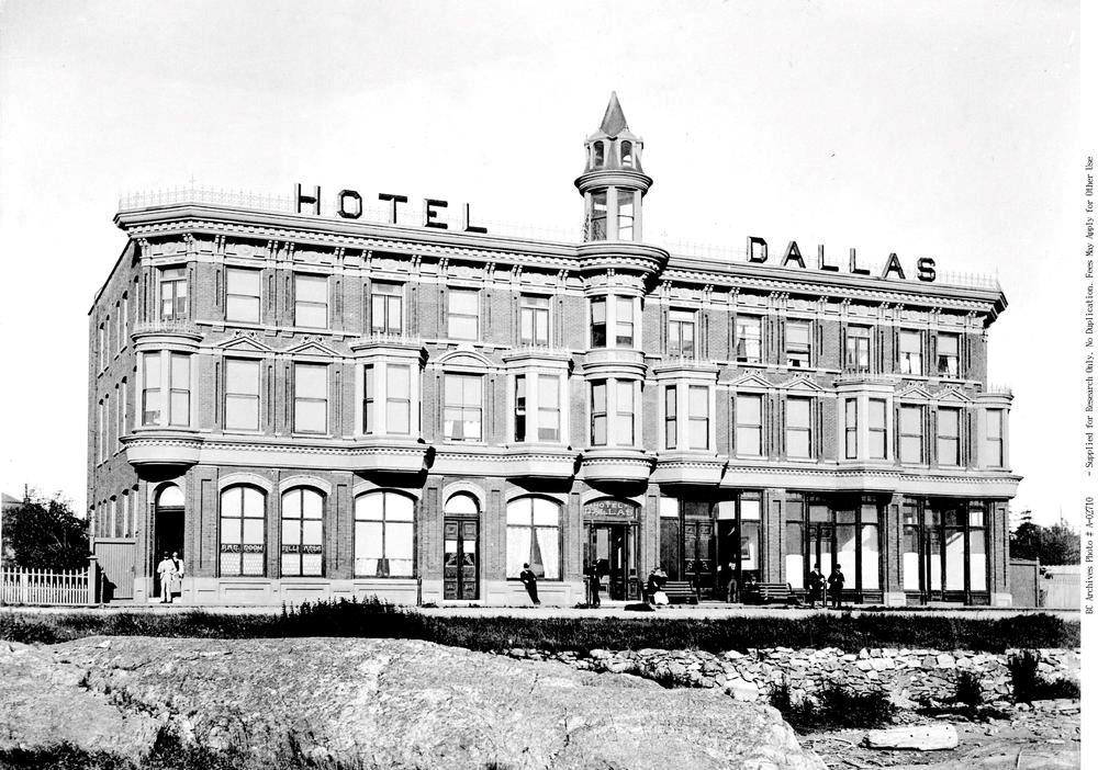 The Dallas Hotel. Image 02710 courtesy of the Royal BC Museum Archives.