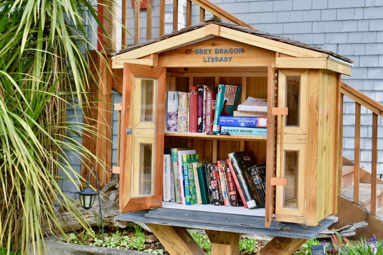 little libraries 7 bob tuomi.jpg