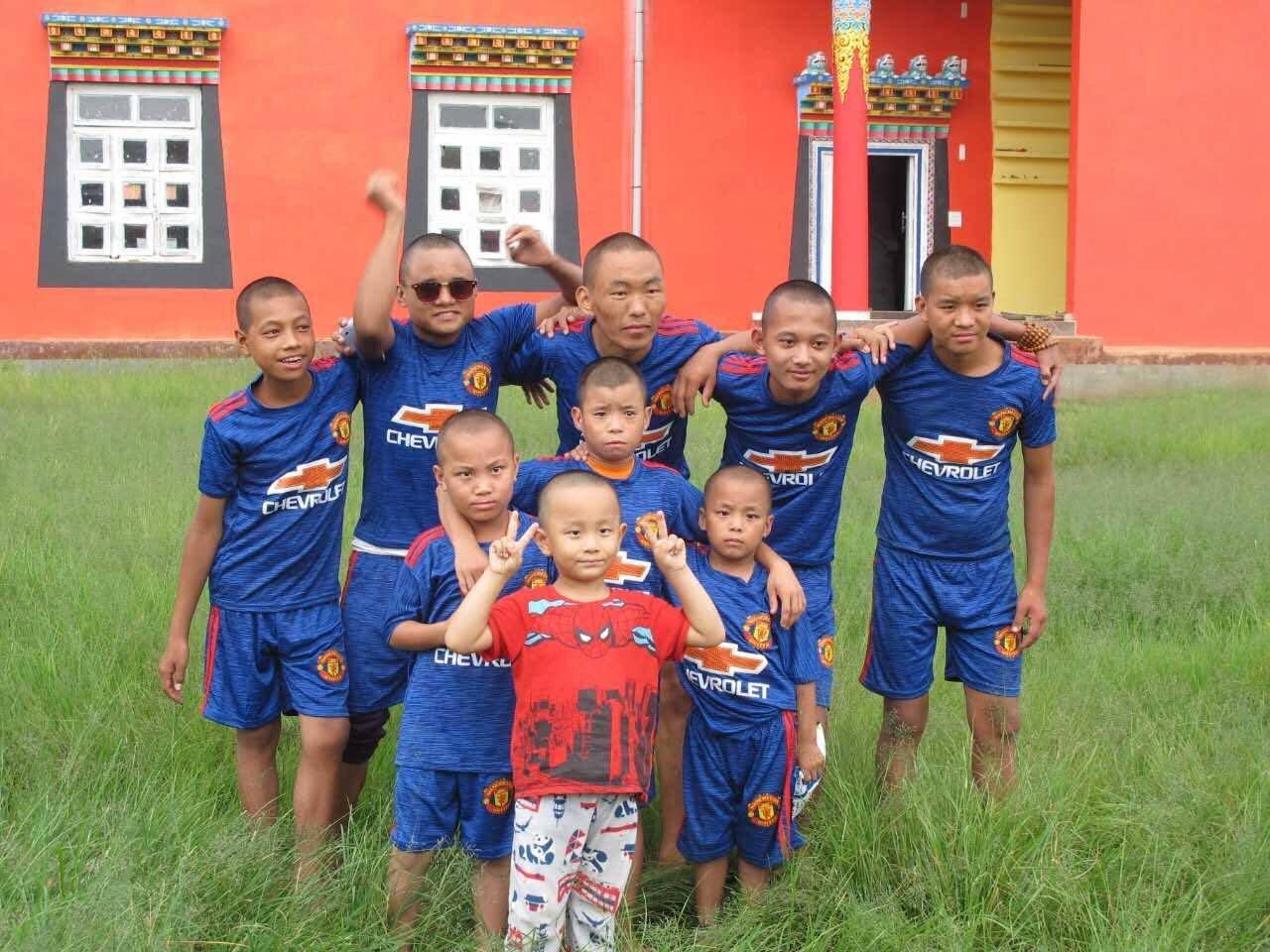 Mainpat_Soccer Team-Blue.jpg