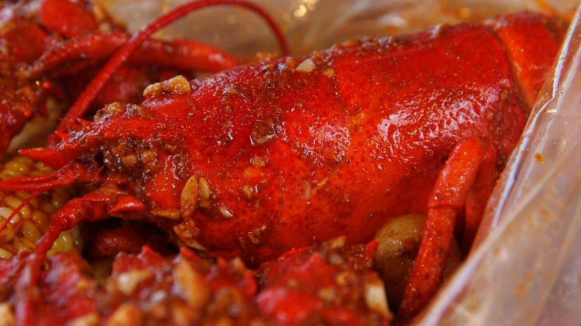 shaking crab lobster gulf sauce.jpg