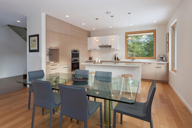 8531 Dining Kitchen.jpg