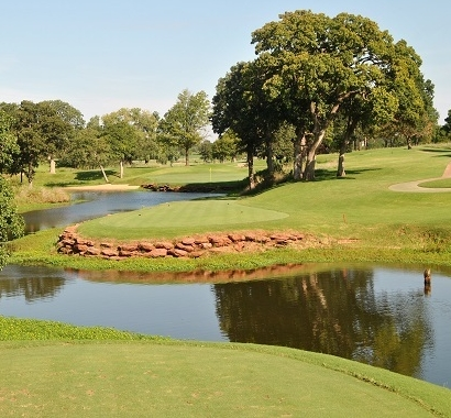 The par 3 fourth hole. The green is just pas the trees on the right.