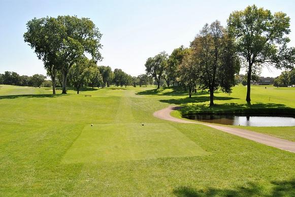 The narrow fairway on the ninth hole.