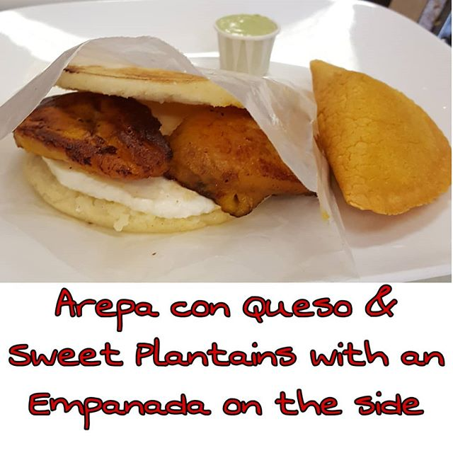 Venezuelan food craving?  What about arepa, empanadas and sweet plantains, all in the same plate and it goes so well together, YUM🇻🇪 #newtoncenter #newtonfoodies #bostonfood #bostonfoodlife #foodie #venezolanosenboston #venezuelansinboston #venezuelanfood #comidavenezolana #arepas #glutenfree #sweetplantains #cravings #venezolanosenmassachusetts #foodporn #newtonmass