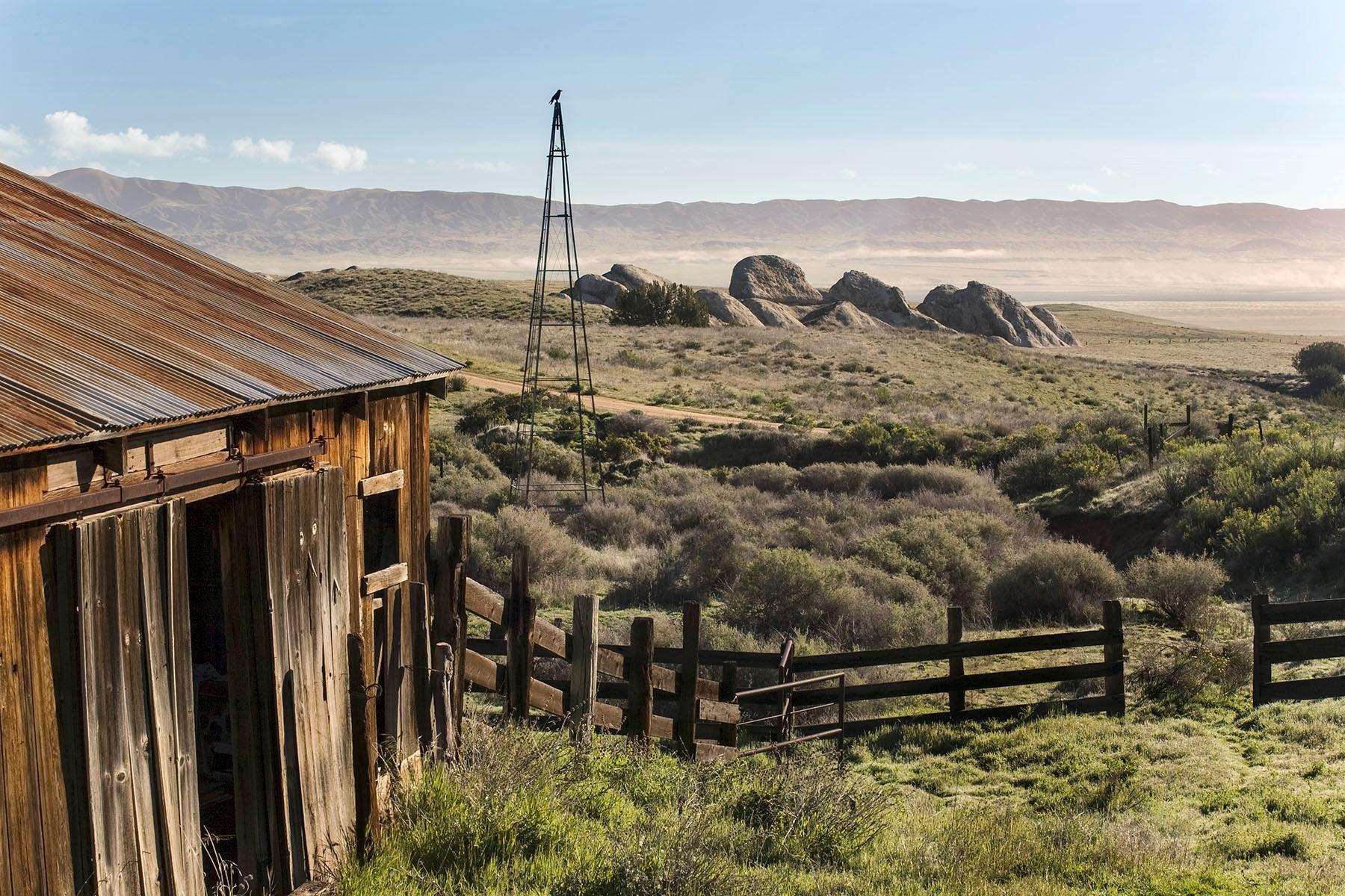 Carrizo Barn. © Bill Bouton