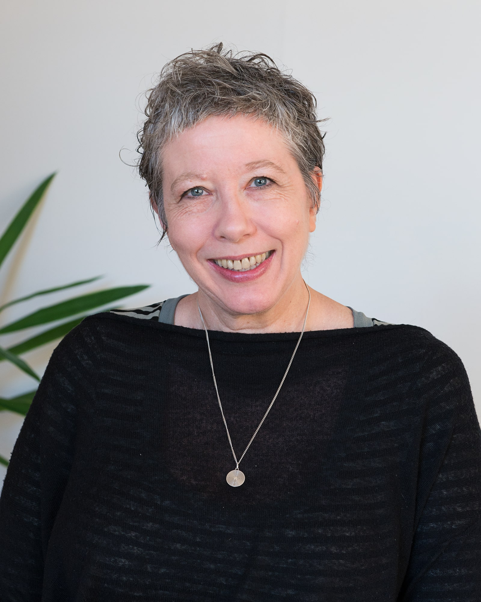Hi, my name's Amanda and I am an artist and psychotherapist based in Melbourne. - For many years, I worked in Universities, teaching (and practicing) painting and drawing. At the age of 48 (!) I decided to retrain in social work with the aim of helping people recover from trauma using counselling and art therapy.