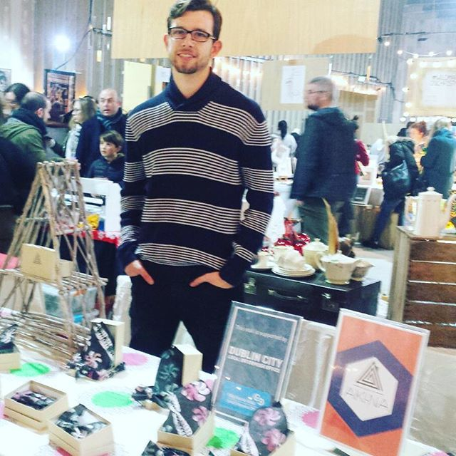 Superb atmosphere at #dublinchristmasflea this weekend. Shout out to our #LookGood #DoGood volunteers Alex ( #Germany ) Jon ( #Ireland) Thanks to @dublincityleo cc @sed_co #Houseofakina #LookGoodDogood #oootie