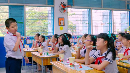Âm nhạc sẽ tạo hứng thú cho việc đánh răng của học sinh.