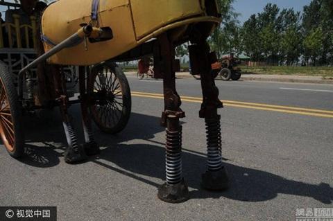 Chân ngựa có gắn lò xo để nâng tải