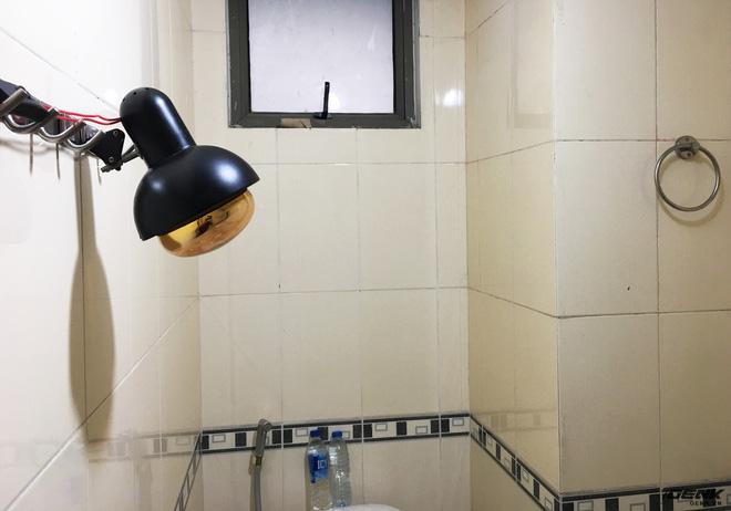 Đây là chiếc đèn sưởi tự chế của chúng ta khi lắp vào nhà tắm