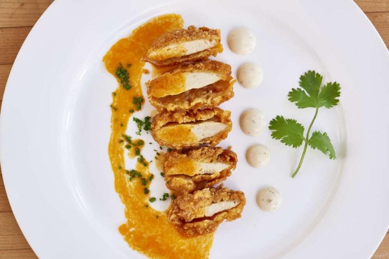Thịt gà sản xuất từ lông gà cho mùi vị thơm ngon giống như thịt gà được nuôi theo cách truyền thống.