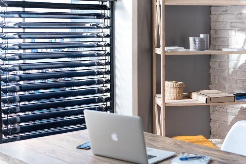 Theo ước tính của nhà sản xuất, việc lắp đặt các rèm cửa sổ Solar Gaps có thể tiết kiệm được 70% hoá đơn tiền mua năng lượng của hộ gia đình.