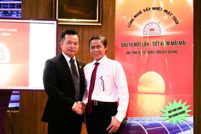 Shark Việt và ông Nguyễn Văn Khỏe tại Shark Tank Việt Nam