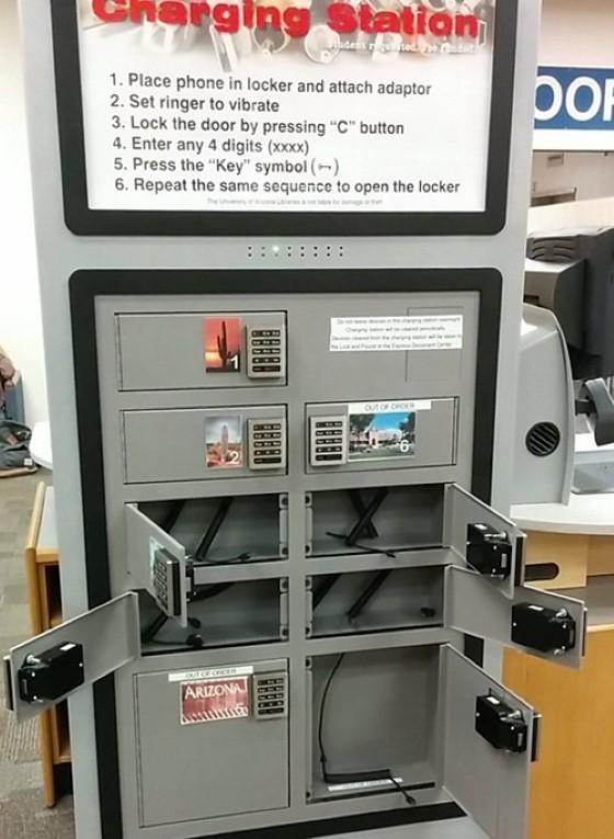 Trường lắp đặt những tủ sạc có thể khóa giúp sinh viên có nơi sạc điện thoại, máy tính bảng an toàn.
