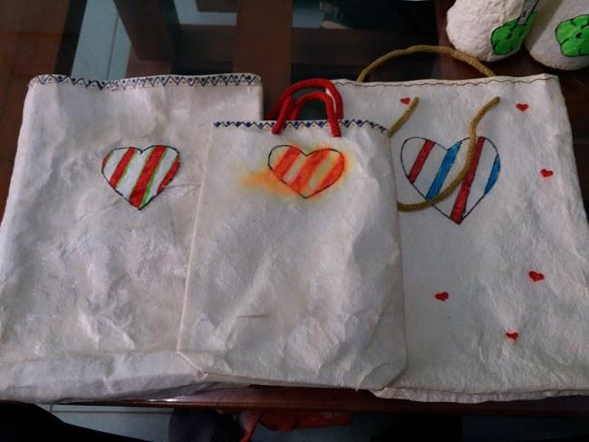 Túi giấy thân thiện với môi trường. Ảnh: Nhật Tuấn