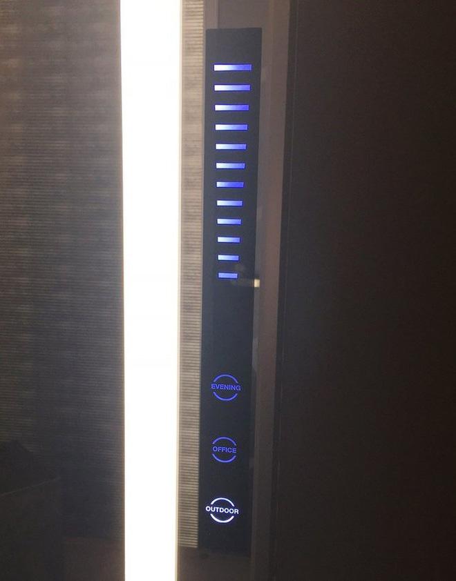 Phòng thay đồ với hệ thống giả lập ánh sáng ngoài trời, buổi tối và trong phòng