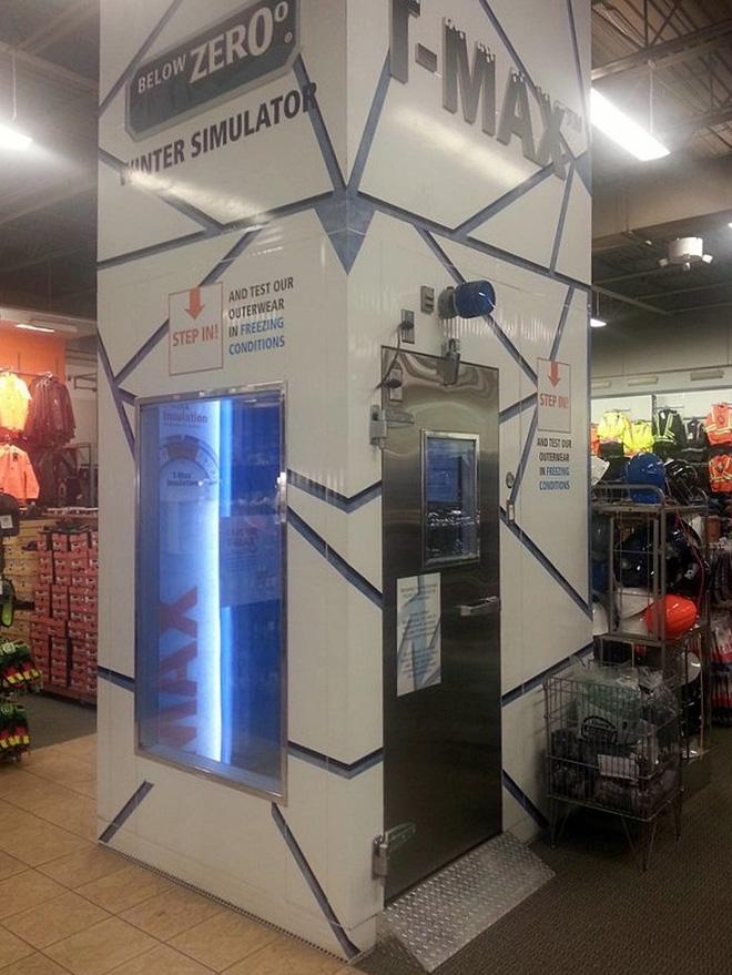 Phòng giả lập thời tiết lạnh dưới 0 độ ở một cửa hàng bán đồ trượt tuyết