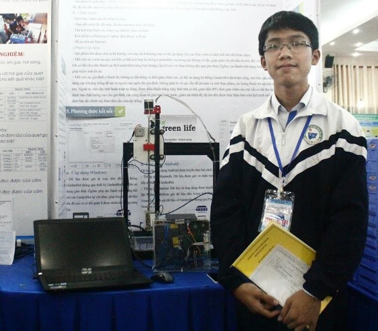 Nguyễn Công Minh tại Cuộc thi Khoa học kĩ thuật Cấp quốc gia 2017.