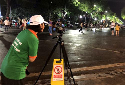 Máy quay cố định được bố trí tại quảng trường Đông Kinh Nghĩa Thụ.