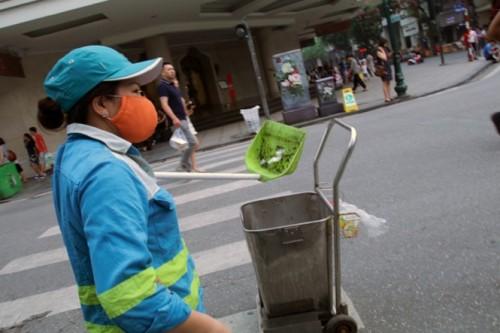 Sáng kiến gắn camera và biển cảnh báo vi phạm xử phạt, những công nhân môi trường cũng sẽ đỡ vất vả hơn khi thực hiện nhiệm vụ làm sạch đường phố.
