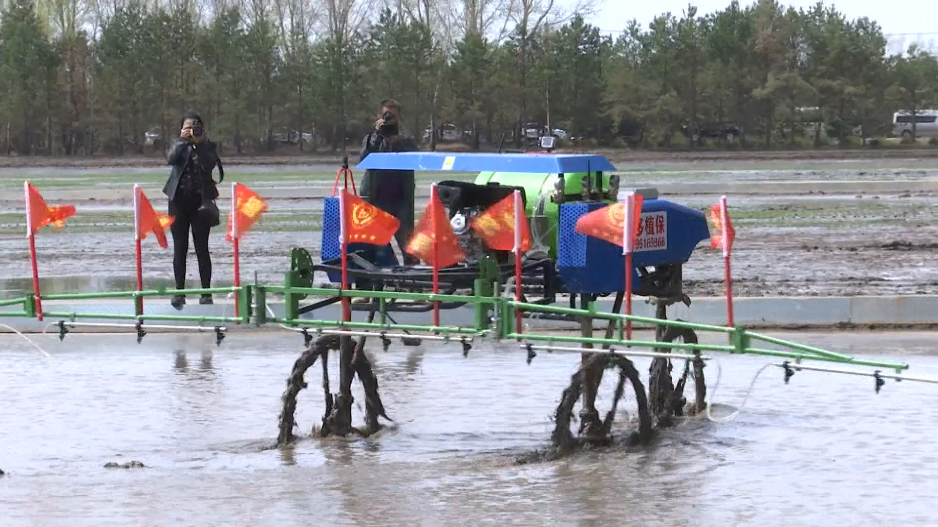 Máy tự hành thử nghiệm trên cánh đồng ở tỉnh Hắc Long Giang, Trung Quốc. (Nguồn: SCMP).