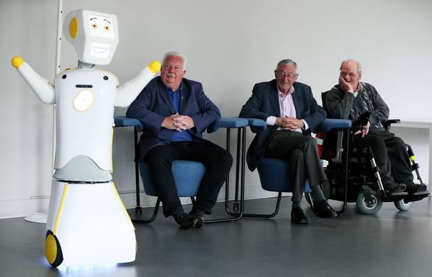 """ẢNH 1 – Robot tương tác xã hội sử dụng trí thông minh nhân tạo AI """"Stevie II"""" là sản phẩm của các kỹ sư trường Đại học Trinity, Ireland."""