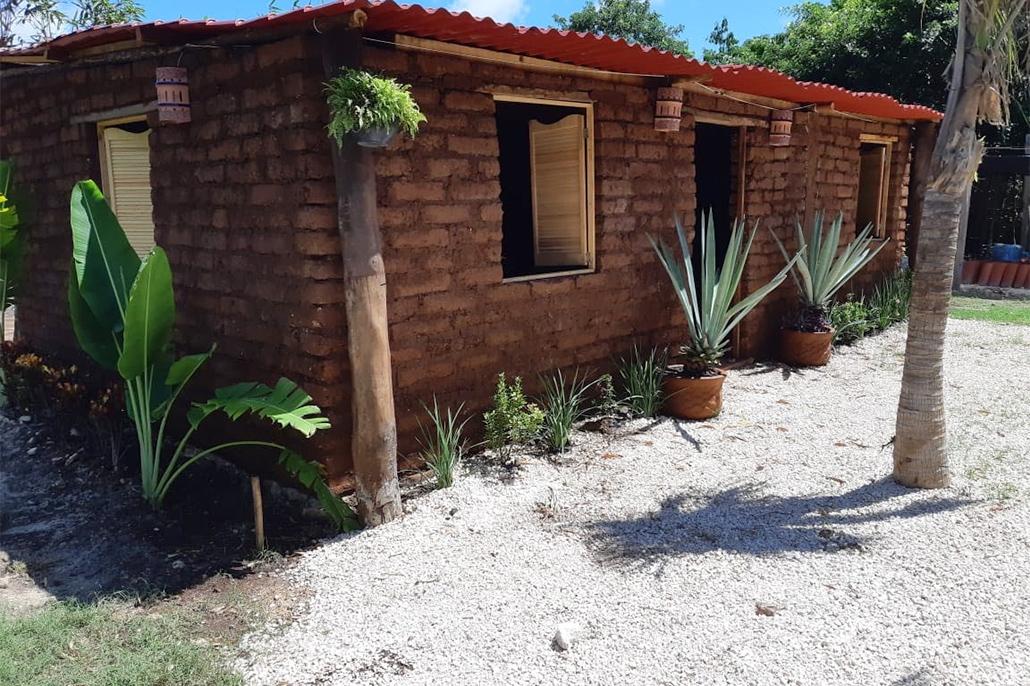 Căn nhà của ông Sanchez rất vững chãi và mát mẻ.