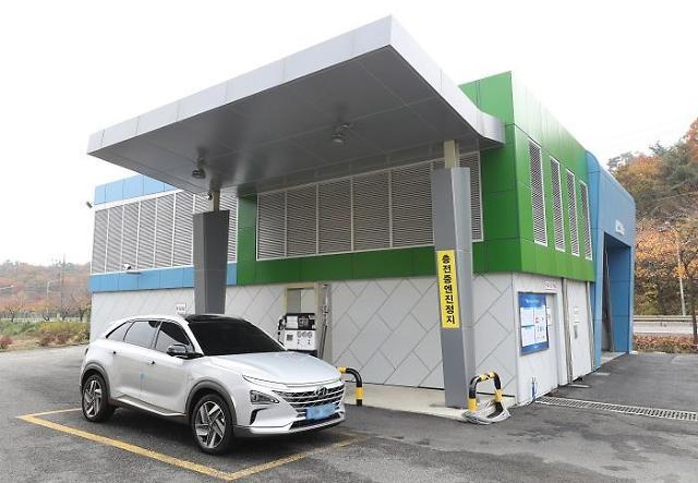 """Những trạm sạc này giúp người dân thuận tiện hơn trong việc cung cấp năng lượng cho phương tiện """"xanh"""" của mình."""