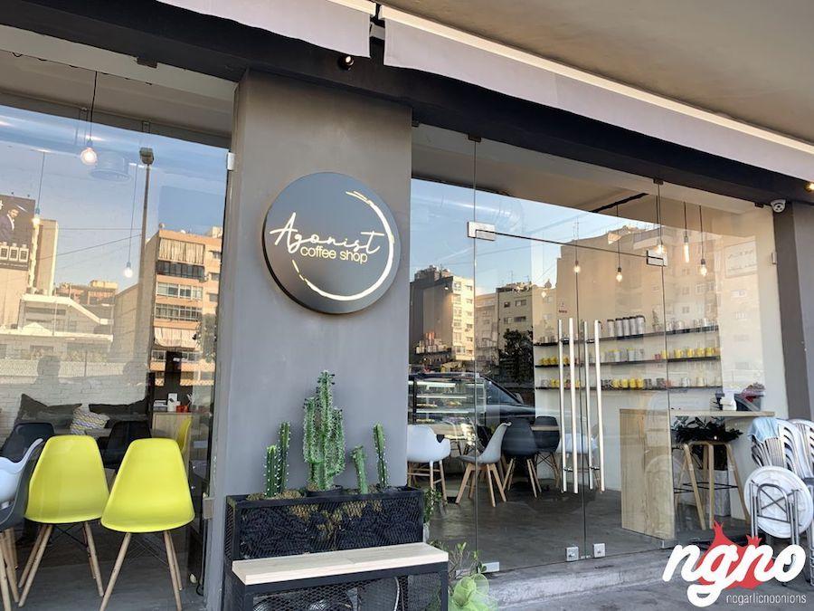 Quán cà phê trang trí khá bắt mắt, thu hút khách tới thưởng thức đồ uống.