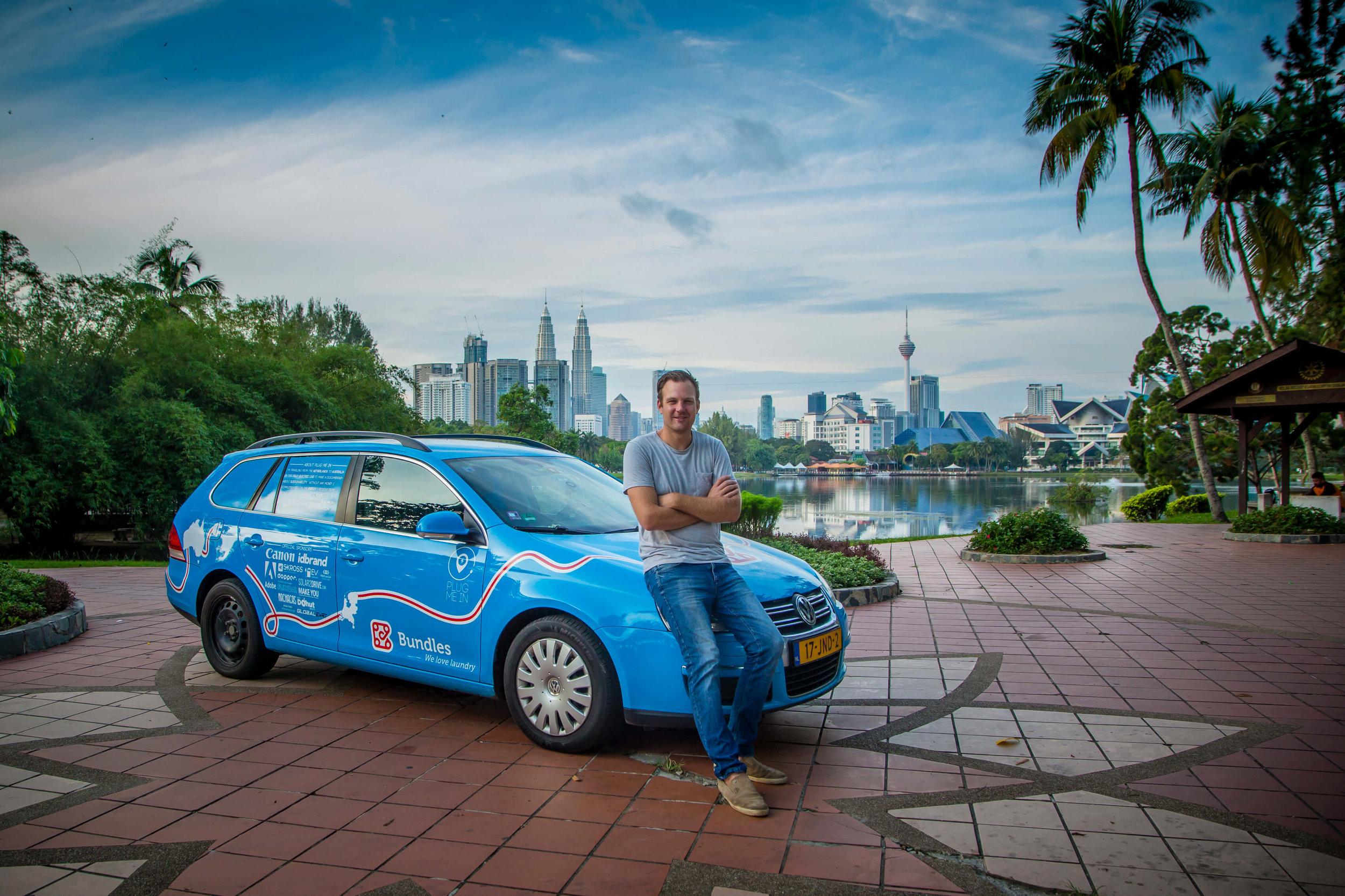 """Chiếc xe điện mang tên """"The Blue Bandit"""" là bạn đồng hành của Wiebe suốt chuyến đi."""