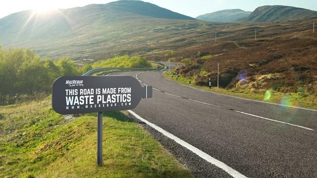 Công ty Springfield và MacRebur đã phối hợp với các công ty xây dựng ở Scotland, xây dựng một con đường từ hỗn hợp nhựa mới tạo ra.
