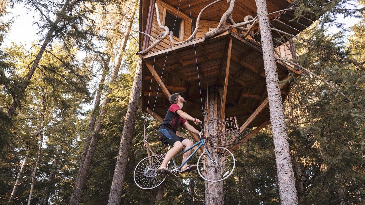 Ethan Schlussler, 27 tuổi sống tại Idaho, Mỹ, vốn là một nhà thiết kế, có sở thích tạo ra những ngôi nhà trên cây.