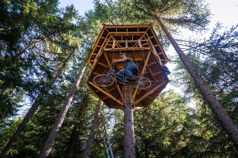"""Chiếc """"thang máy xe đạp"""" độc đáo của Ethan."""