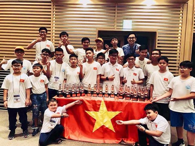 """""""Bộ sưu tập"""" cúp của đoàn học sinh VN khi tham dự IYRC 2019 tại Hàn Quốc."""