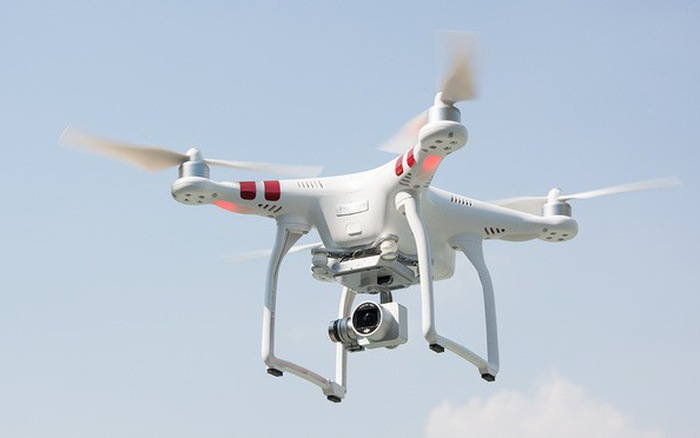 Sử dụng máy bay không người lái để theo dõi giao thông đường bộ từng được thử nghiệm tại Pháp và Anh.