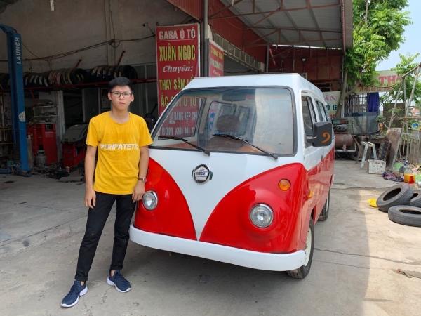 Cường và chiếc xe thứ 2 do nam sinh này chế tạo.