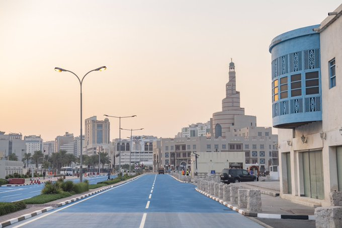 Qatar hy vọng, phương pháp sơn phản quang này sẽ giúp làm mát cho đường nhựa và giảm nhiệt độ tại các khu vực lân cận.