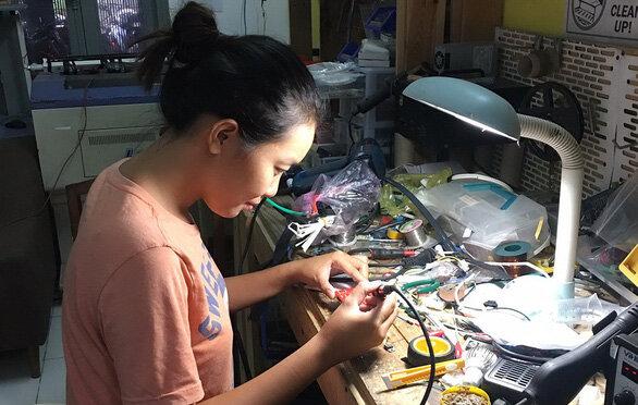 Trần Bội Linh miệt mài với những sáng chế vì tình yêu môi trường - Ảnh:C.T.V